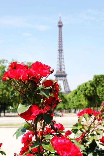 Эйфелева башня в цветах